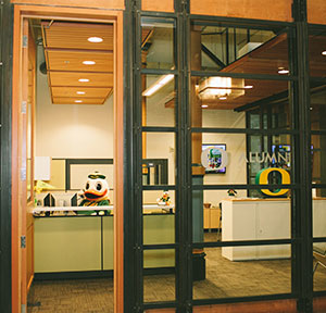 On April 15 the University of Oregon Alumni Association opened a new office in Portland to complement the Eugene office and better serve the UOu0027s alumni ... & UO Alumni - UOAA in PDX