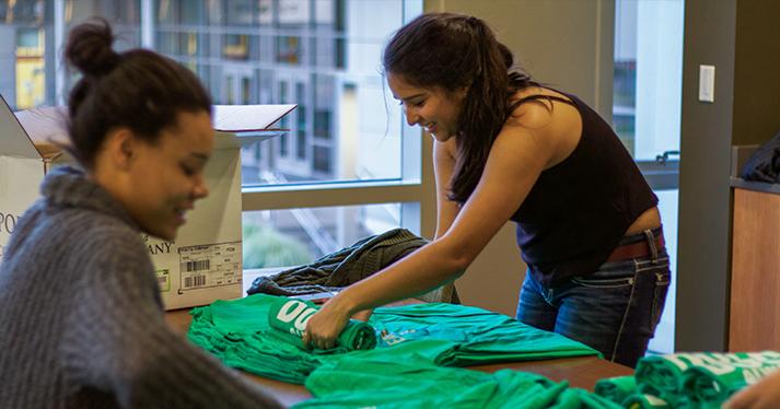 UO Alumni - Beat Stanford T-shirt Folding